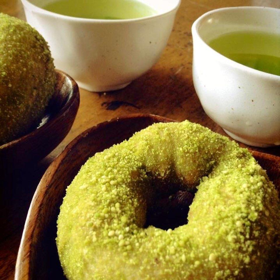 おはようございます🌞今週〜ゴールデンウィークは、4/28.29.305/1.2.3.4.までopenです。.つゆひかりカフェは、4/28.29.305/1.6.7となります。お間違えなく︎つゆひかりカフェは、13:30〜15:00の間となります。あげたてのつゆひかりドーナツと、つゆひかりの新茶をお楽しみくださいませ︎.レデースセットのスープは、ささみと野菜たっぷりレモンスープです#浜岡砂丘なごみ #浜岡砂丘 #浜岡砂丘キャンプ場 #つゆひかりカフェ #あげたてドーナツ #御前崎市 #ハンバーガー #酵素玄米 #土用 #宮﨑バナナ楽しみ